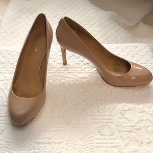 Lovely coach Nude patent leather pumps 8 1/2